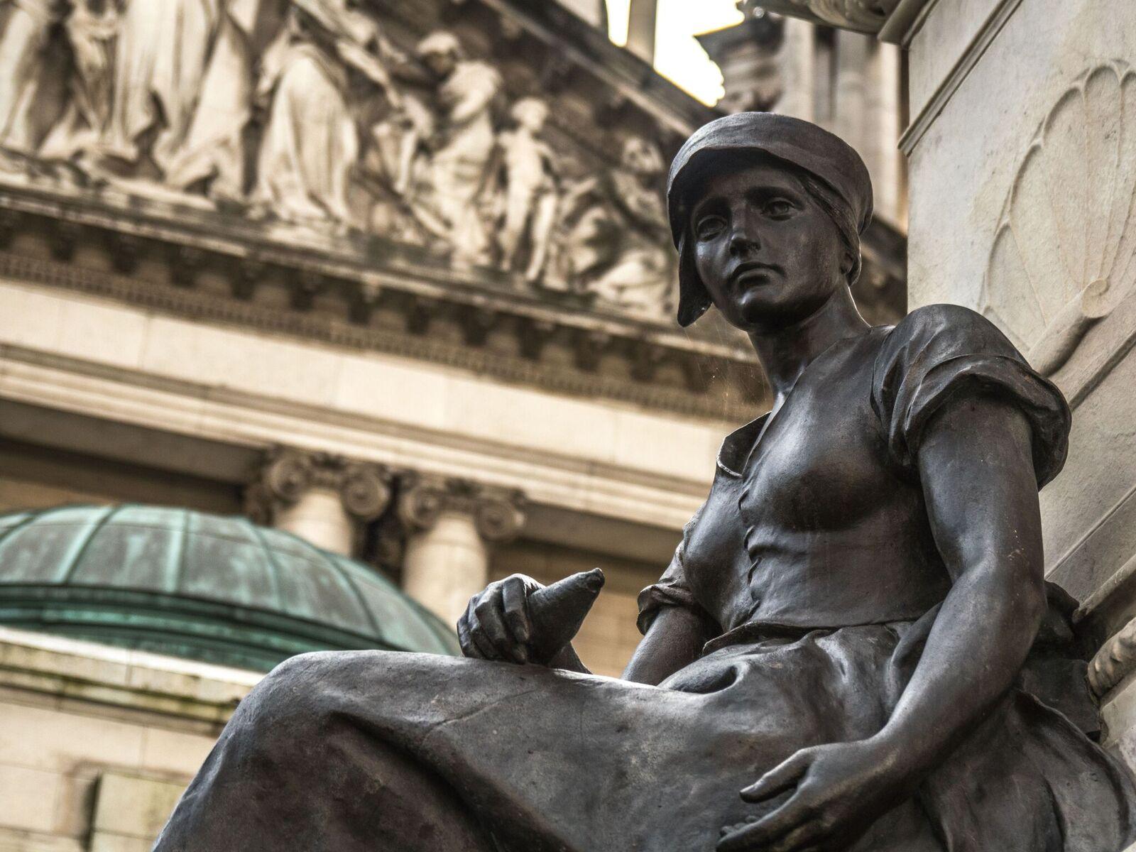 Belfast City Hall- Statue