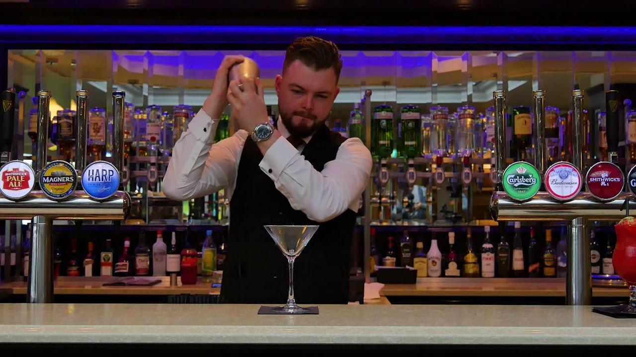 Alexander Cocktail / Brandy Alexander - The Brandy Alexander Cocktail - Drinks and Cocktail Recipes