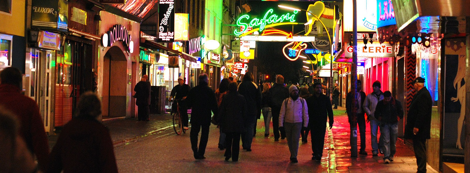 Reeperbahn image for Top Things To Do in Hamburg blog