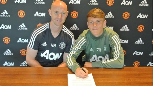 Ethan Galbraith signs first Manchester United Pro Contract with Nicky Butt