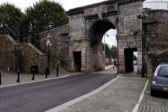 bishops-gate-derry-city-walls