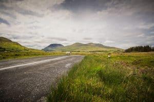 2 sheep crossing the road of the connemara loop hike trail in Ireland