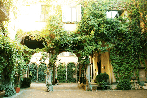 A photo of the exterior of Da Vinci's Vineyard