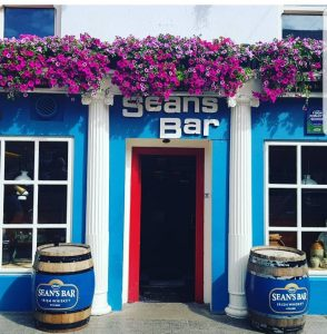 The outside of Sean's Bar in summertime