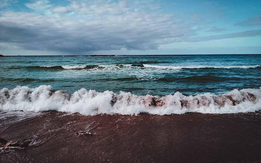 waves crashing onto the beach of alexandria