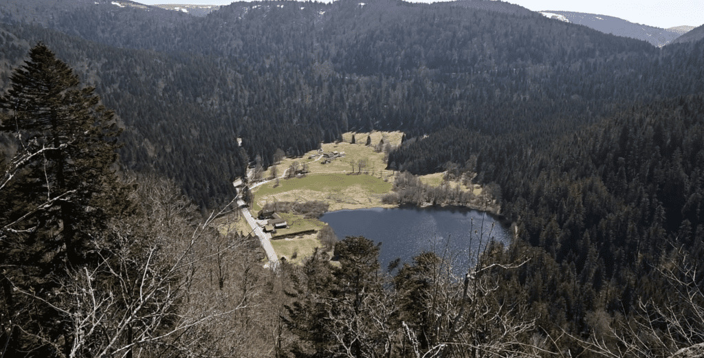 an aerial view of retournemers lake