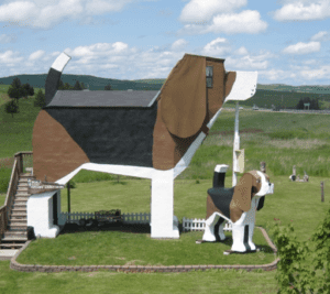 The structure of the Dog Bark Inn in Middle America